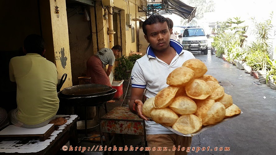 fresh pooris in amritsar