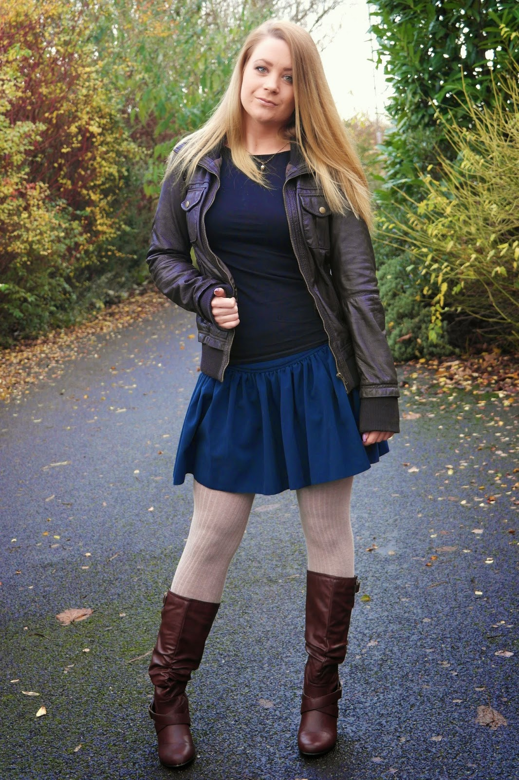dark blue skirt