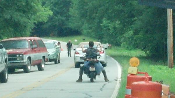 The Walking Dead [ Todo sobre la serie ] The_Walking_Dead_Season_3_Set_8_Mayo_2012_Daryl_Dixon_Norman_Reedus_Carlost_004