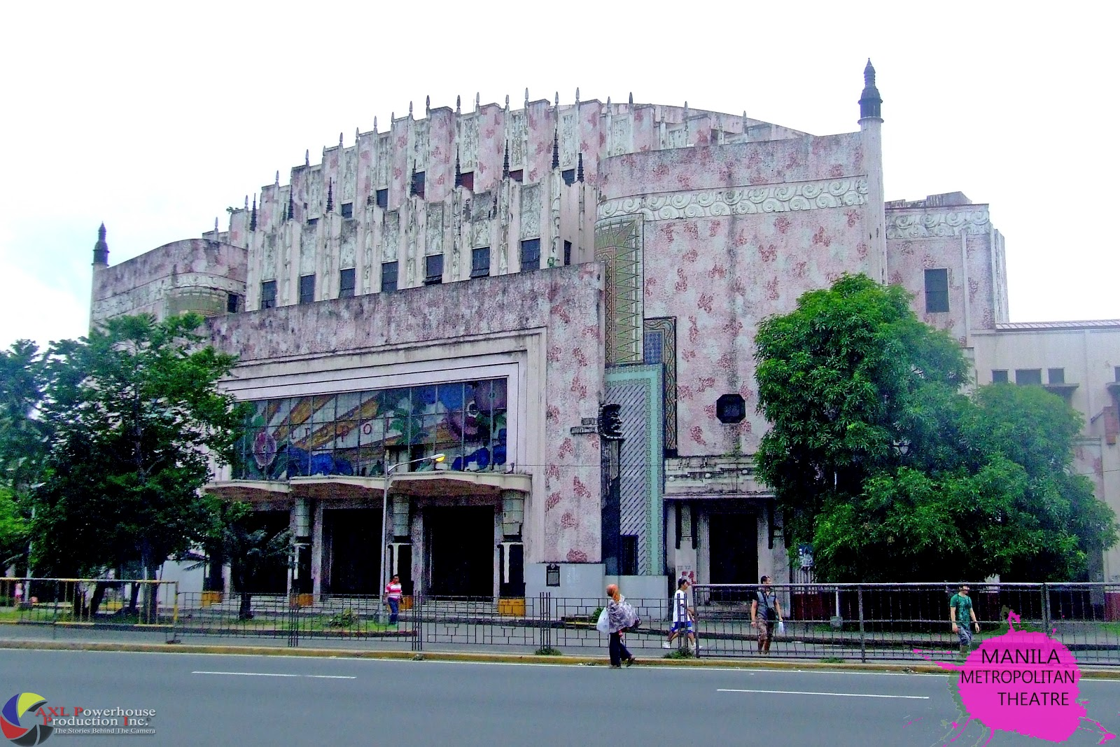 """manila metropolitan theater essay Summary of sa pula sa puti pula, sa puti (for the red rooster, for the white rooster) is a play in one act, written by francisco """"soc"""" rodrigo it was first staged on 10 sept 1939 by the university of the philippines dramatic club at the manila metropolitan theater originally, this was written by rodrigo in english for his class in dramatics."""