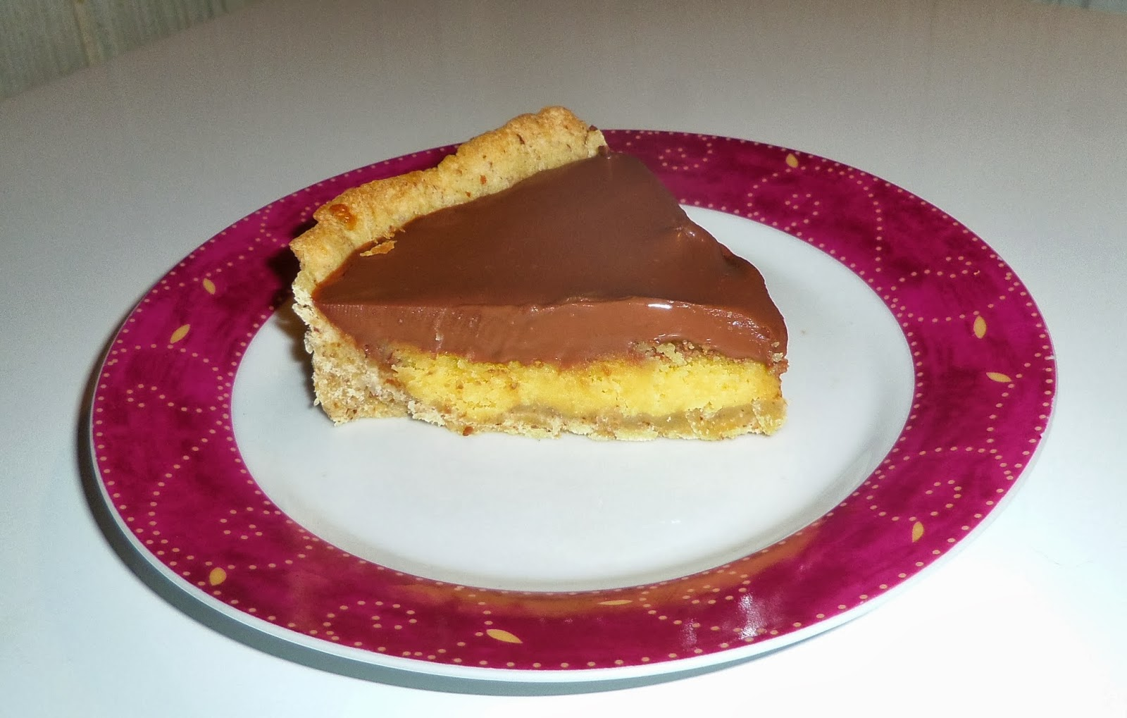 tarte au chocolat cr 232 me aux amandes et biscuit aux noisettes blogs de cuisine