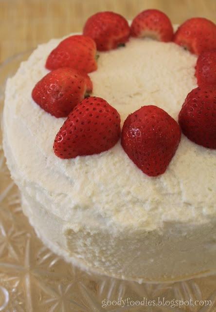 Japanese Strawberry Christmas Cake Recipe