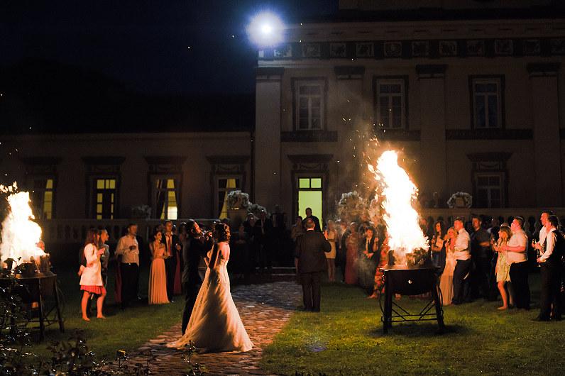 ugnies laužai vestuvėse
