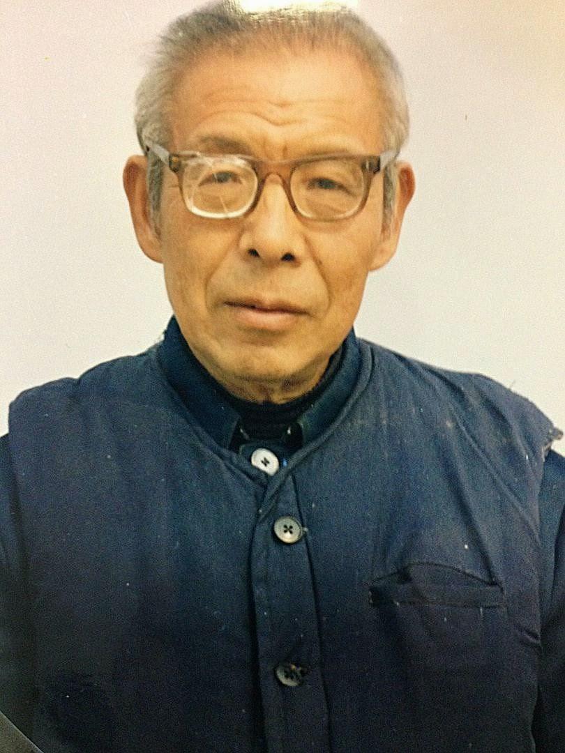 Dom Cosme Shi Enxiang (com roupa de prisioneiro):  Pequim esconde o cadáver para evitar multitudinário enterro