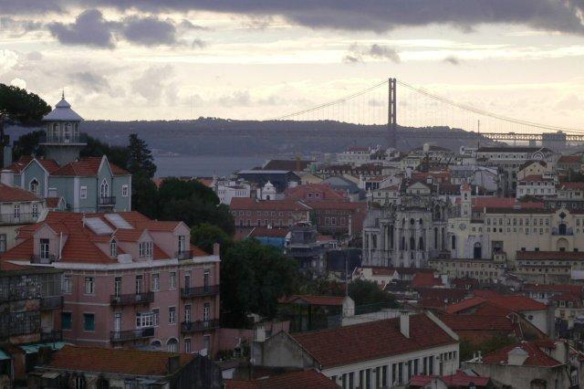 Puente 25 de Abril desde el Mirador de Gracia en Lisboa