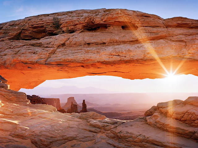 Mesa Arch in Utah's Canyonlands National Park, rainbow, sunset, stunning landscape, wallpaper