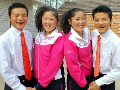 http://1.bp.blogspot.com/-vwkcwDRMY0g/TbV0ZVOAeSI/AAAAAAAAANU/tus0j8sS8-E/s1600/identicaltwins.jpg