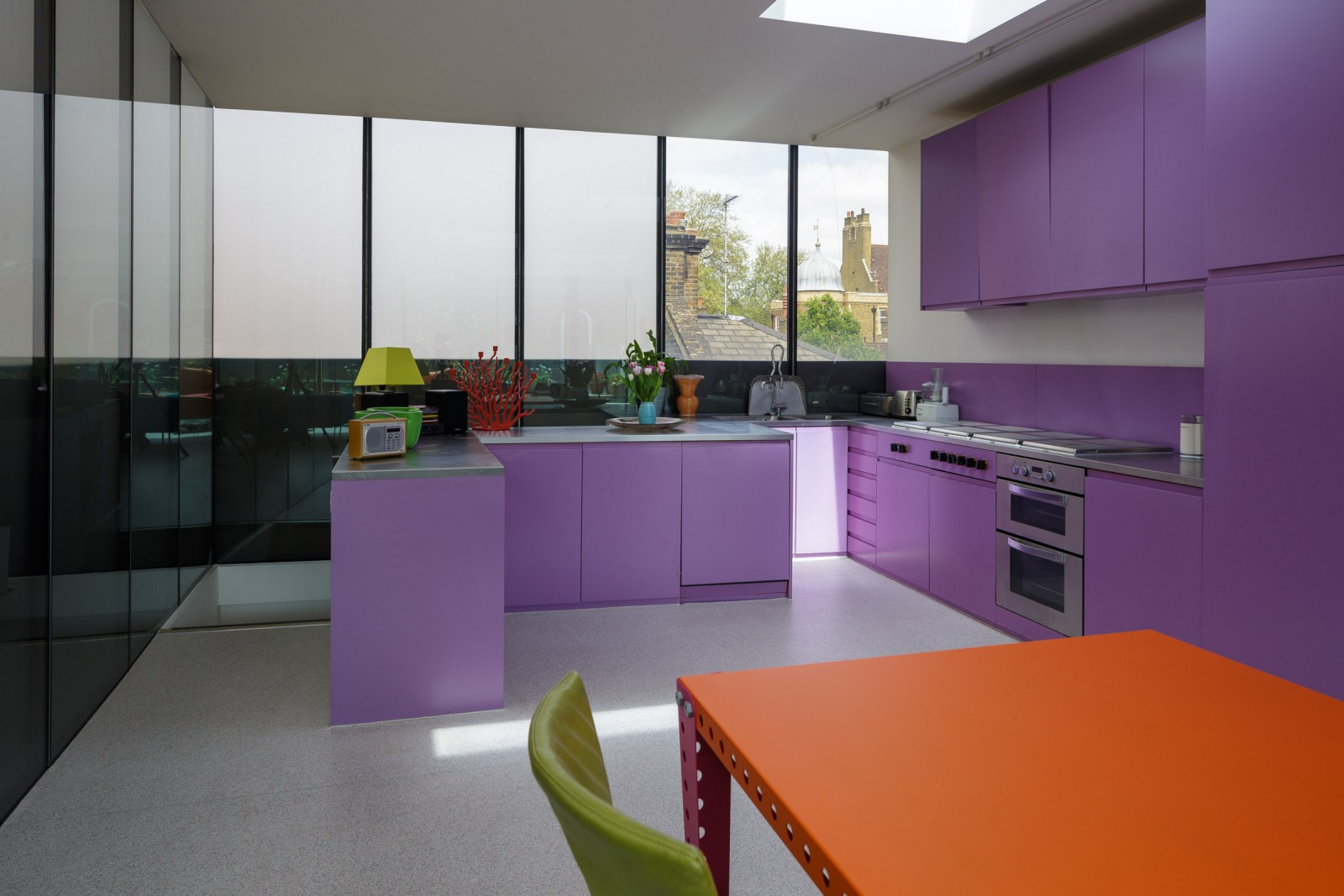 Culori îndrăznețe într-o casă din Londra