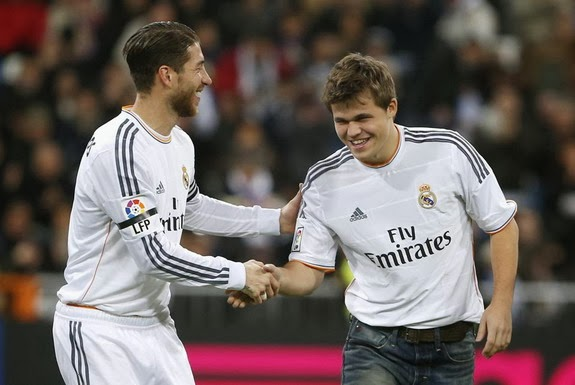 World chess champion Magnus Carlsen honoured by Real Madrid on his birthday