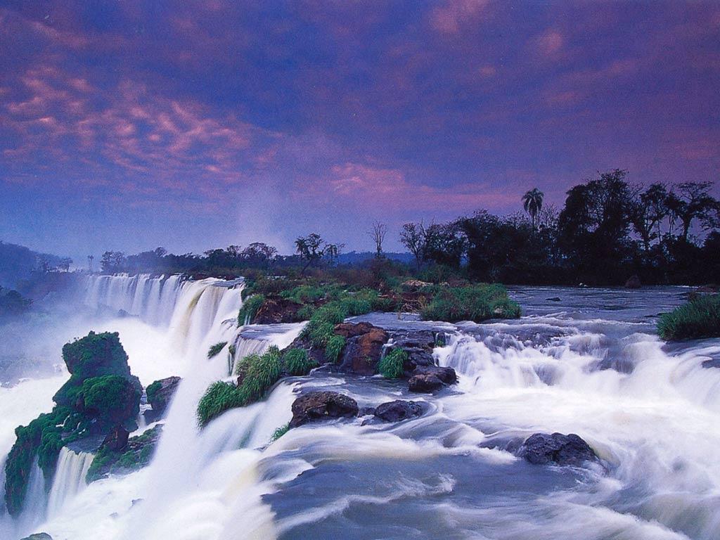http://1.bp.blogspot.com/-vx1e9cLm8Ys/TdcFeJSM0oI/AAAAAAAAAT0/zVHZdZoEMWs/s1600/Victoria_Falls_Wallpaper__yvt2.jpg