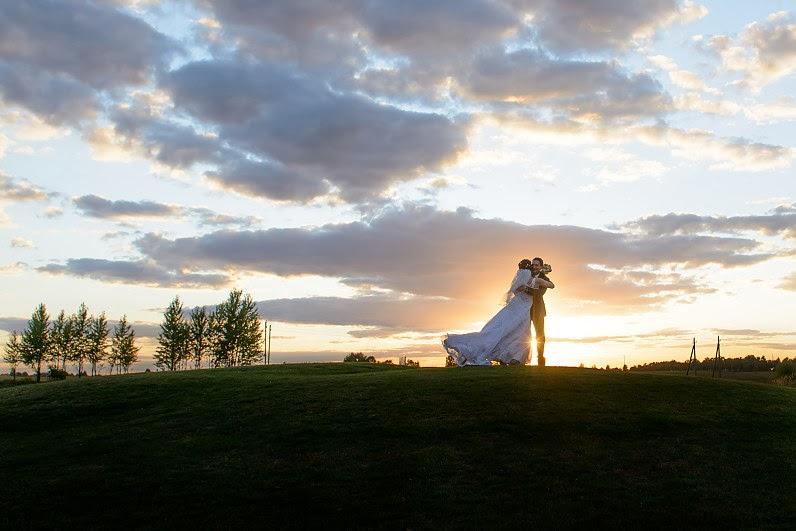 vestuvių fotosesija saulei leidžiantis