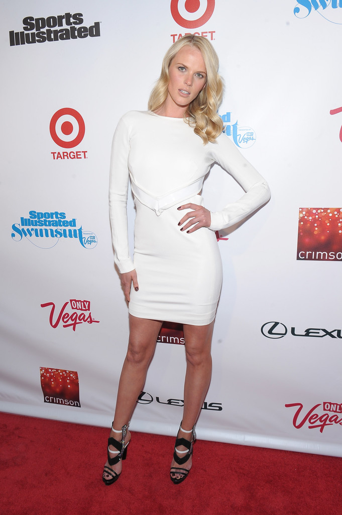 Anne vyalitsyna sports illustrated celebrates si swimsuit 2013 nyc