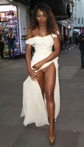 "Photos: 51-Year-Old Sinitta Shows Off ""V"" In High Slit ..."