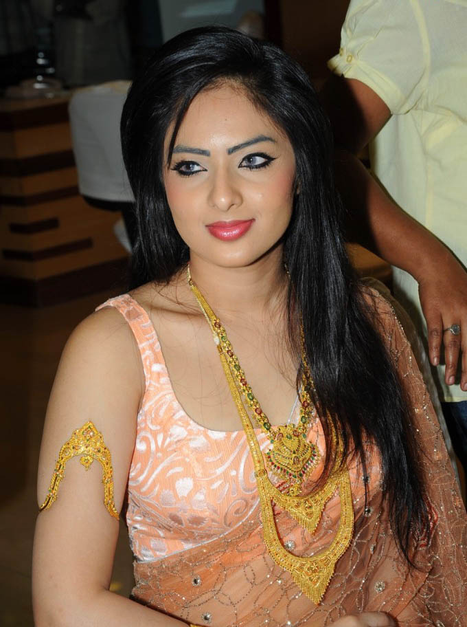 Nikesha Patel Latest Hot Navel Saree Wallpapers ~ 521 ...