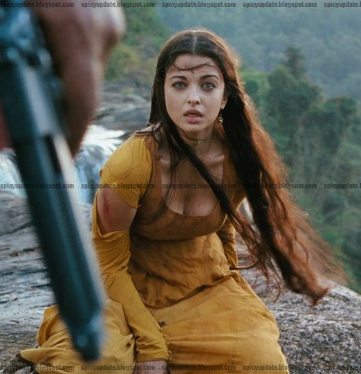 Aishwarya Rai Spicy Hot Deep Cleavage Snapshot from Raavan