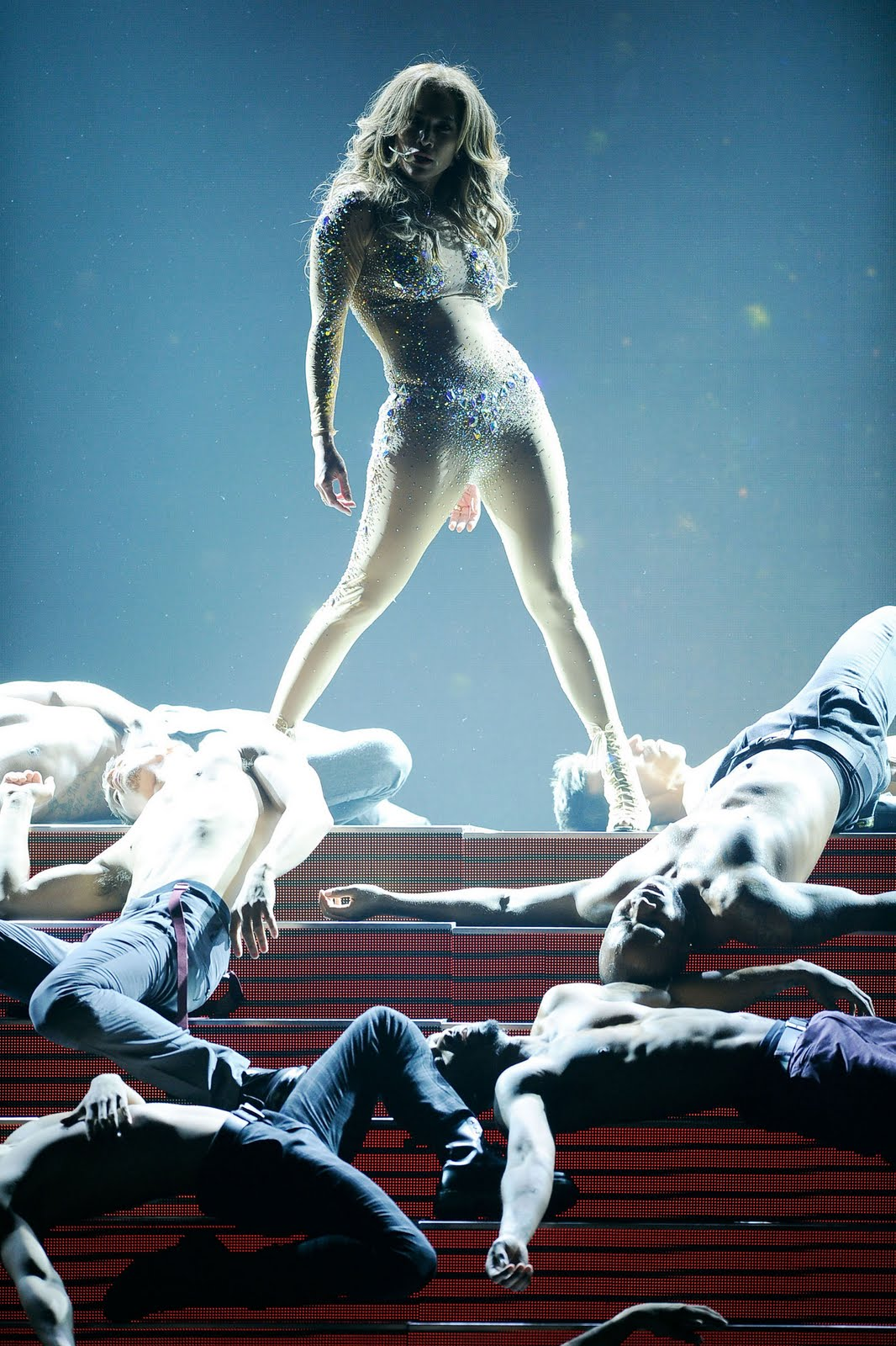 http://1.bp.blogspot.com/-vyiLlJ2Q46g/TsqZIY2DyMI/AAAAAAAAMtU/H_Y7D0-x28s/s1600/Jennifer-Lopez-Performs-at-the-American-Music-Awards-in-Los-Angeles-7.jpg