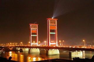 Keindahan Jembatan Ampera waktu dimalam hari