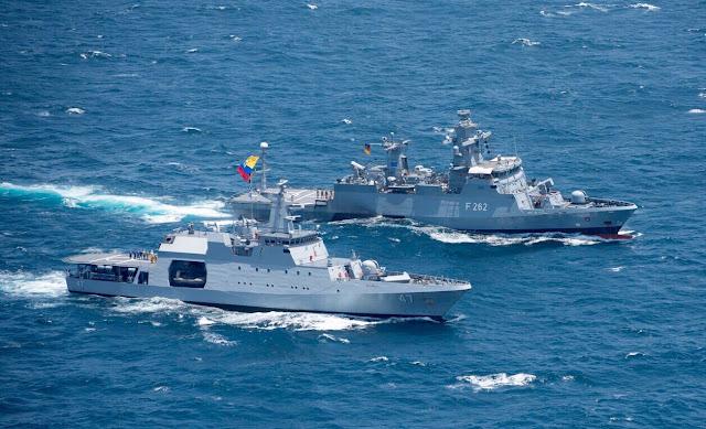 """El ARC 7 de Agosto, llevó a cabo en el Océano Indico ejercicios de maniobras navales con el patrullero oceánico de la Marina española BAM """"Meteoro"""" y la corbeta de la Marina alemana FGS """"Erfurt""""."""