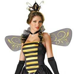chica vestida de abeja