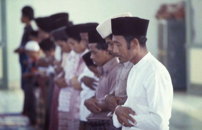 """Puisi Islami Terbaru By Tika """"TUHANKU SANDARANKU"""""""