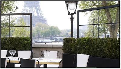 Terrasse Monsieu Bleu Palais Tokyo Paris vue tour Eiffel , soirée Construction
