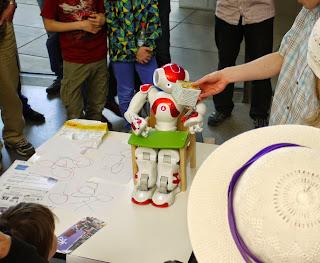 Kunstareal-Fest München 2015 - Vorführung von humanoiden Robotern der TU München