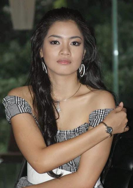 Gambar Titi Kamal