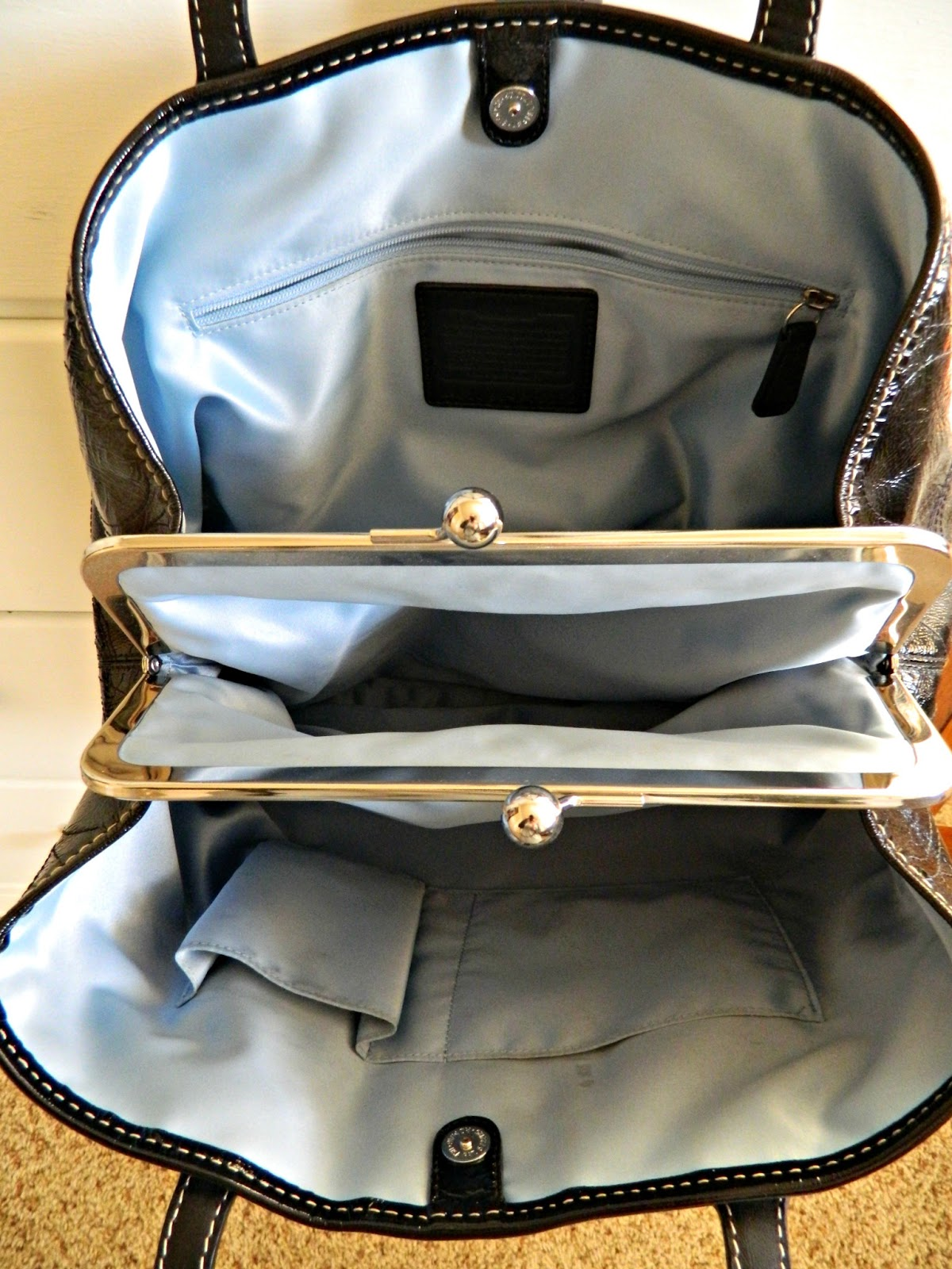 coach gray patent leather handbag iqiq  {Coach Signature Patent Leather Stitch Purse}