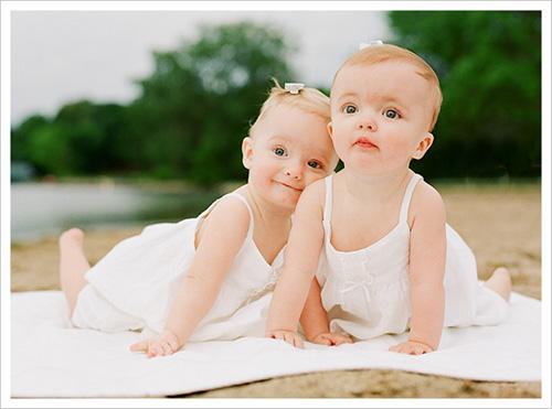 Gambar Bayi Kembar Lucu
