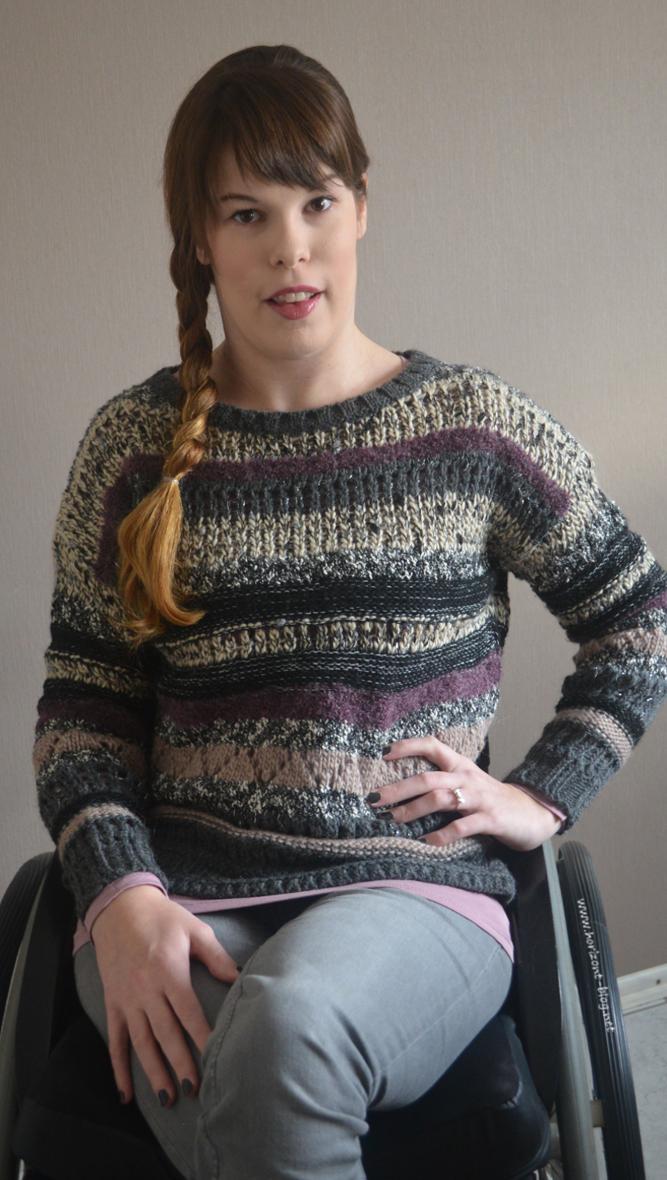 Outfit - Quergestreiftes in Strick: Trend-Pulli im fancy Garn-Mix Esprit, Langarmshirt Primark, Hose H&M, Schleifenring Thomas Sabo, Nagellack 563 Vertigo Chanel