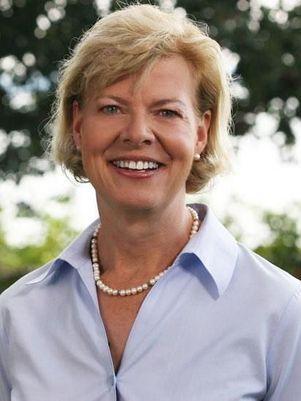 Tammy Baldwin, 50 anos, é a primeira pessoa abertamente lésbica a se candidatar ao Senado americano (Foto: Divulgação)