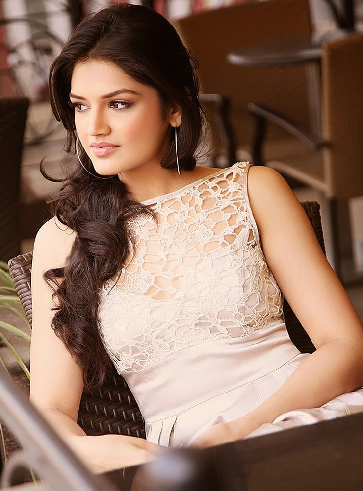 Hot Actress Tara Alisha Pictures
