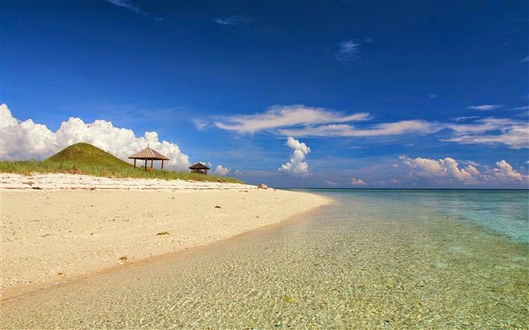 Pantai Kenawa di Sumbawa Barat