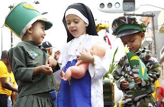 Crianças representam personagens do 2 de Julho nas festas da Independência da Bahia