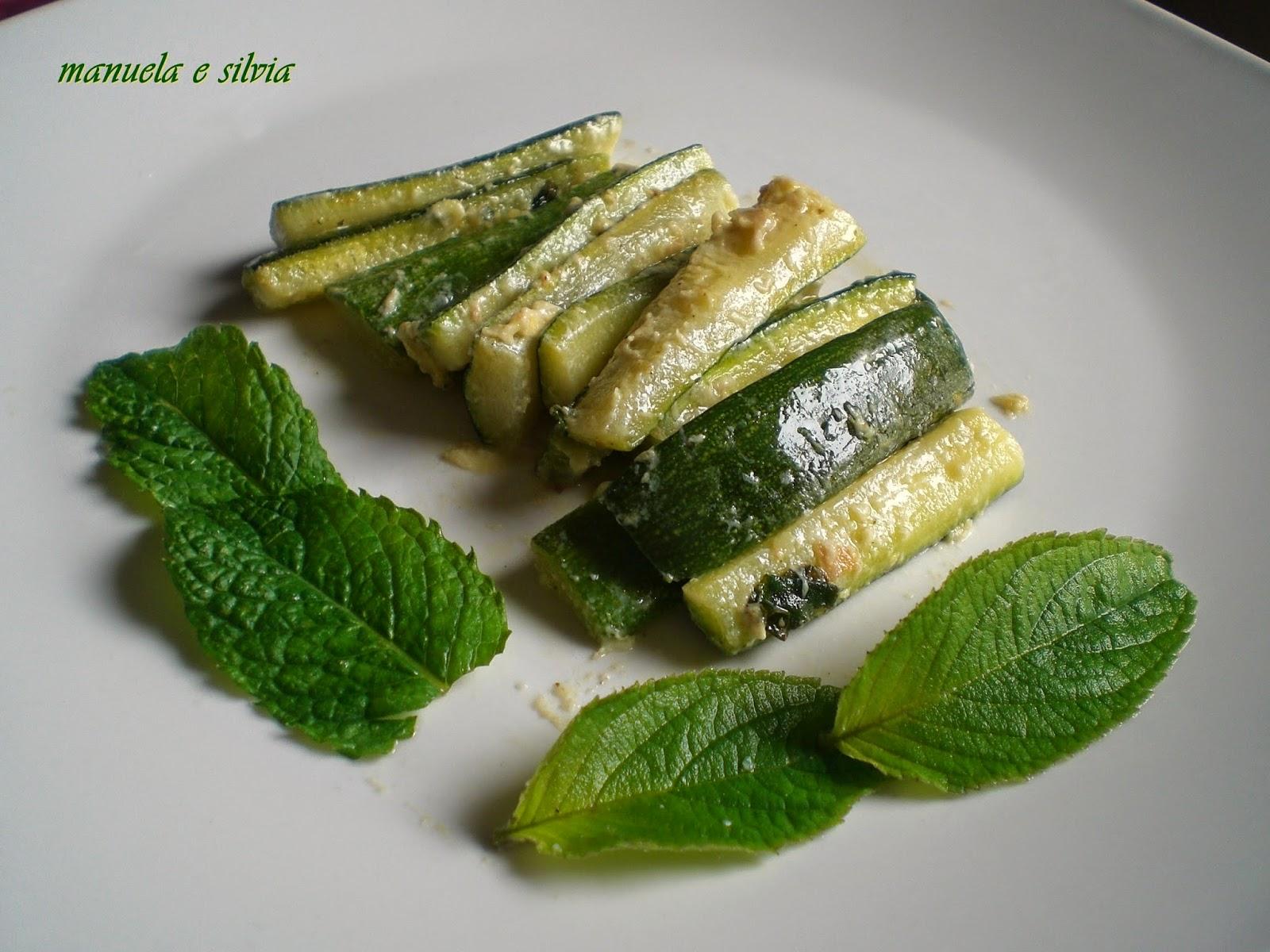 bastoncini di zucchine all'agro profumate alla menta e salvia ananas