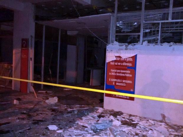 Banco foi explodido em Jaguarari na madrugada desta sexta (Foto: João Carvalho / Portal Jaguarari)