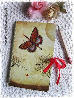 http://www.alittlemarket.com/carnets-agendas/fr_carnet_illustre_avec_ruban_rouge_et_crayon_libre_comme_l_air_-15818000.html