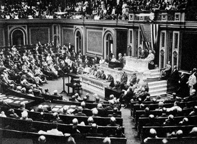 President Wilson before Congress, announcing the break in official relations with Germany on 3 February 1917.