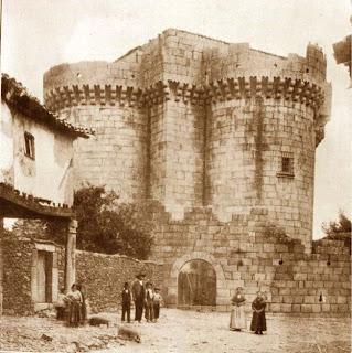 Castillo de Granadilla, situado en el interior de la ciudad amurallada