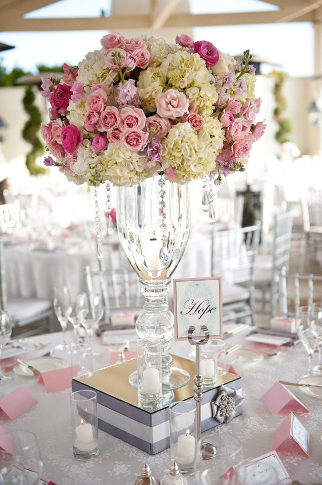 12 stunning wedding centerpieces part 15 belle the magazine for Floral arrangements for wedding reception centerpieces