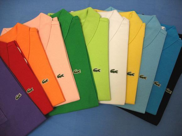 A camisa polo surgiu quando um campeão de tenis chamado Rene Lacoste teve a  idéia de criar uma vestimenta mais confortável para a prática do esporte e  que ... bd8bb1f501