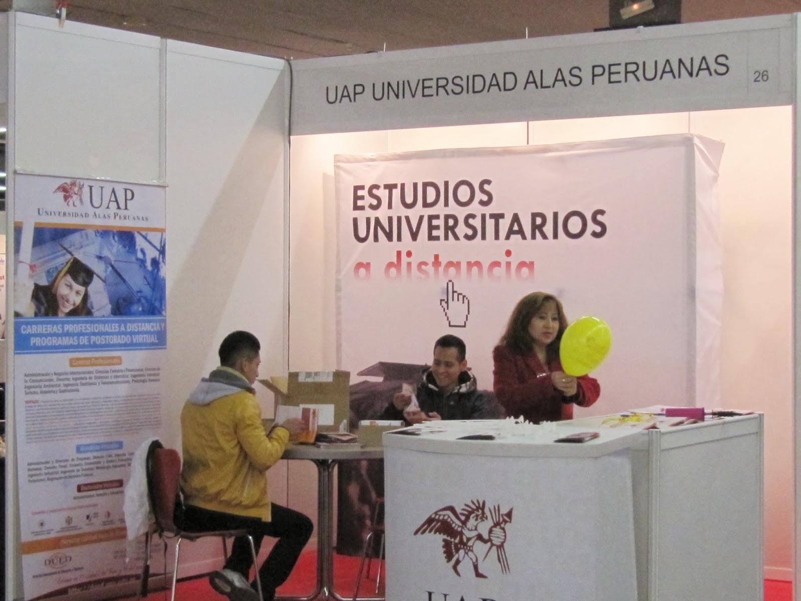 Foto stand UAP Alas Peruanas en la Navidad de las Américas