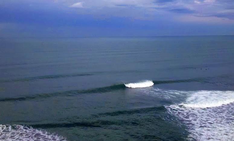 olas rompiendo en sopelana