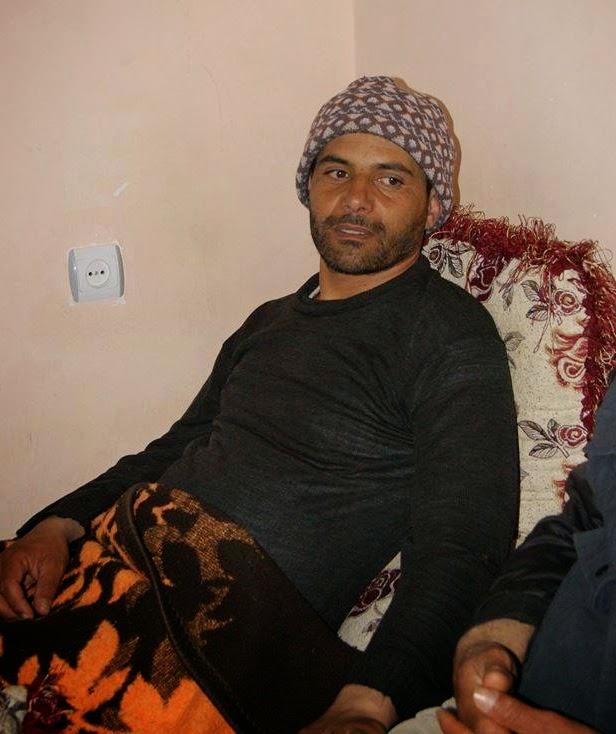ماتت والدته والمرض ينخر جسده أيُّ همٍّ نجزَعُ له بعدك يا محمد 11169877_911825035545798_5812235333718928511_n