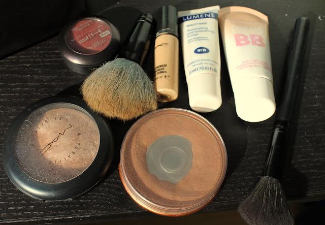 Aamun meikkipaletti