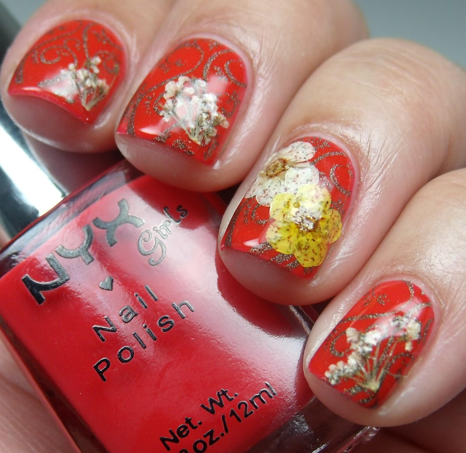 Сухие цветы на ногтях фото