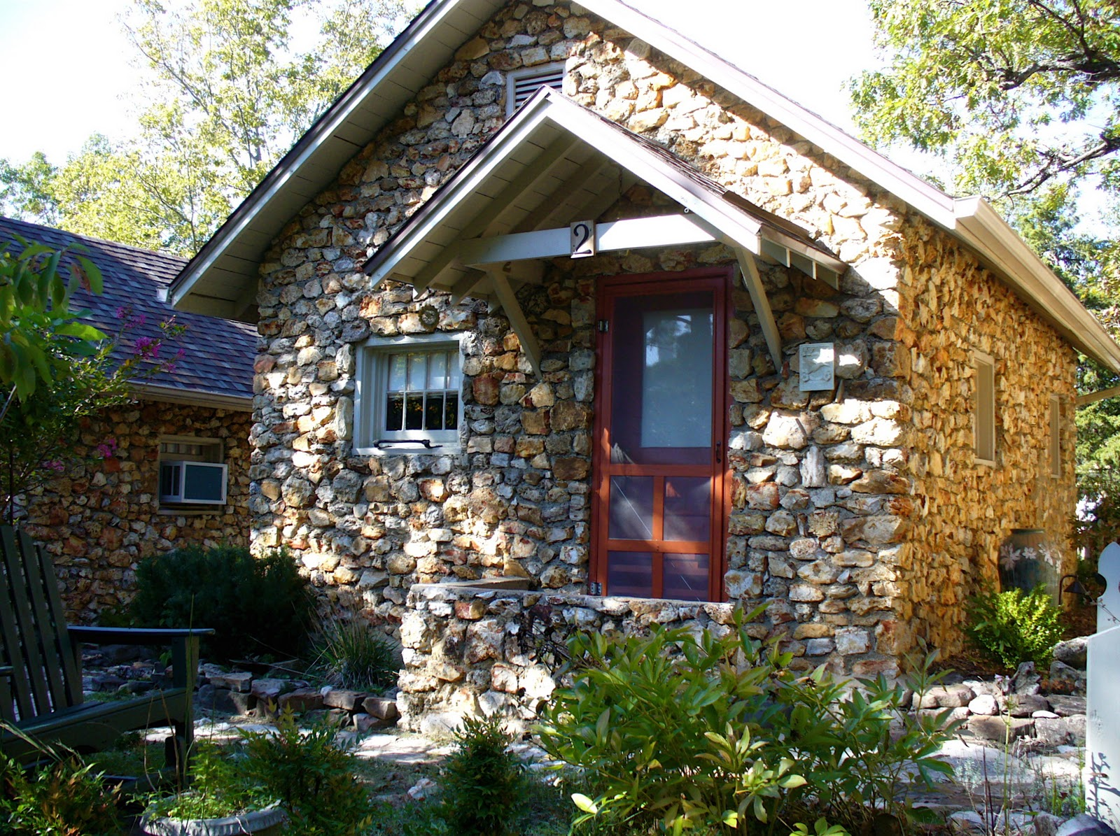 Alt build blog stone buildings in eureka springs ark for How to build a stone cabin