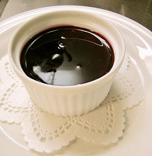 マスカルポーネのムース赤ワインソース