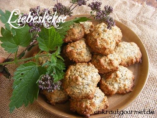 Kekse mit Brennnesselsamen und Dostblüten