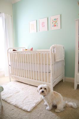 habitación bebé turquesa blanco
